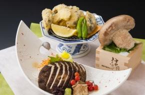 栃木で生産された大振りのキノコ「天恵菇」を天ぷらでどうぞ。<br /> <br /> 【価格】1,080円(税込)