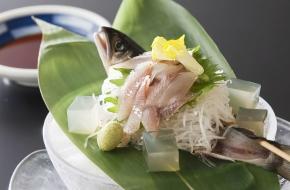 初夏だけの味わい。栃木・喜連川産の新鮮な鮎をお楽しみください。<br /> <br /> 【価格】880円(税込) ※1日限定10食