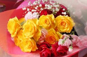 お祝いを華やかに演出する花束、花かごをご用意いたします。<br /> <br /> 【価格】3,240円~(税込) ※3日前まで要事前予約