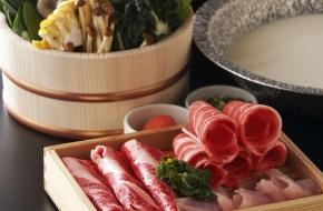 栃木ブランド肉や契約農家から仕入れる新鮮野菜を旨味スープのしゃぶしゃぶがメインの結坐会席を個室でゆっくりとお召し上がりいただけます。<br /> 調理長厳選のこだわり食材をお楽しみください。