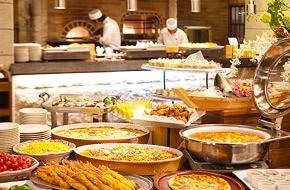 やっぱりお子様に人気の食べ放題ブッフェ(バイキング)。美味しい出来たての料理を好きなものを好きなだけ食べられます。
