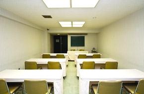学生旅行を応援する9,000円(税別)からお得な設定!<br /> 大学のゼミ合宿、サークル合宿に最適です。<br /> 先生のシングルルーム用意や、会議室1日間無料貸出しなどうれしい特典付きです!