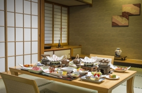 旅館と言えば伝統のお部屋食。でも最近は個室はあってもお部屋での提供する宿は少なくなりました。そんなお部屋での会席料理を楽しむ宿泊プランはこちら