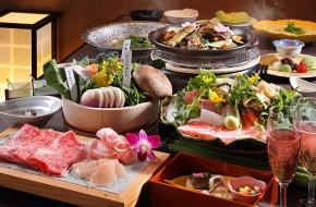 個室でゆっくり、贅沢に食事を楽しむ