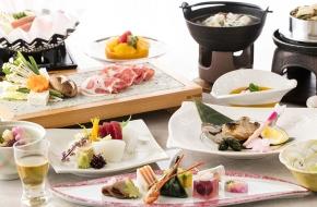 食事がメインの10,000円(税別)からのお料理プラン!<br /> 旬の食材を厳選した、季節を感じる料理を味わえる<br /> お得な会席膳プランです。<br /> <br /> ※写真は春の会席料理イメージ