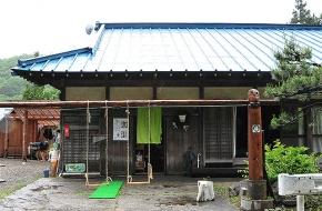 自然に囲まれた古民家を改装した食堂、ゆったりとしたランチをどうぞ。<br /> <br /> 定休日  木曜日(12~3月は不定休)<br /> 時 間 11:00~15:00