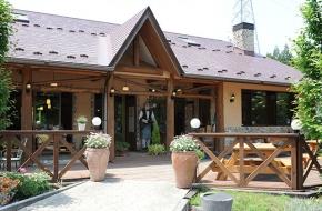 鬼怒川温泉で本格イタリアンを楽しめます。<br /> <br /> 定休日  木曜日<br /> 営 業  11:00~15:00、17:00~21:00